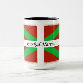 Baskische Flagge mit Euskal Herria der Tasse