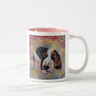 Basset Hound-Welpen-ursprüngliche Kunst für Zweifarbige Tasse