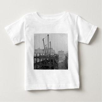 Bau von einem Times Square New York City Baby T-shirt