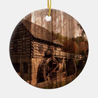 Bauernhausmühlwasserrad der ursprünglichen Scheune Keramik Ornament