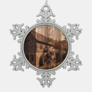 Bauernhausmühlwasserrad der ursprünglichen Scheune Schneeflocken Zinn-Ornament