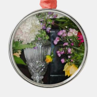 Bauernhof-Blumen des Rundes Silberfarbenes Ornament