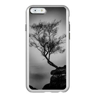 Baum auf einer Klippe Incipio Feather® Shine iPhone 6 Hülle