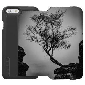 Baum auf einer Klippe Incipio Watson™ iPhone 6 Geldbörsen Hülle