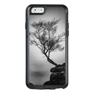 Baum auf einer Klippe OtterBox iPhone 6/6s Hülle