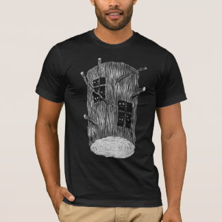 Baum-Klotz mit mysteriösen Waldgeschöpfen T-Shirt