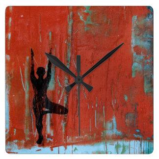 Baum-Pose-Yoga-Mädchen-Quadrat-Uhr Quadratische Wanduhr