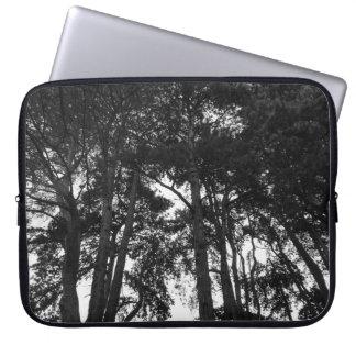 Baum-Überdachung II, Hinterkanten-Park, Cardiff Laptop Sleeve