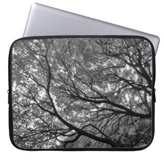 Baum-Überdachung III, Hinterkanten-Park, Cardiff Laptop Sleeve