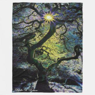 Baum- und Sonnenscheingrafik b Fleecedecke