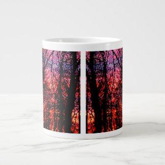 Bäume am Sonnenuntergang Extragroße Tassen