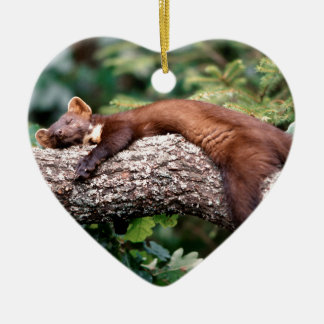 Baummarder schläft auf Ast, Keramik Ornament
