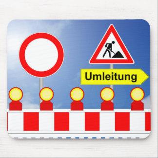 Baustelle Durchfahrt verboten und Umleitung Mousepad