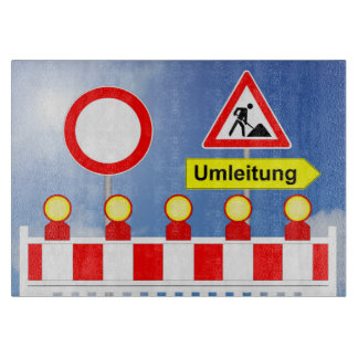 Baustelle Durchfahrt verboten und Umleitung Schneidebrett