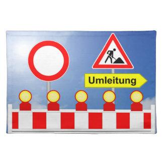 Baustelle Durchfahrt verboten und Umleitung Stofftischset
