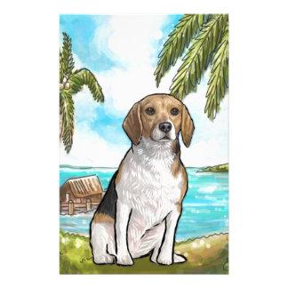 Beagle auf Ferien-tropischem Strand Briefpapier
