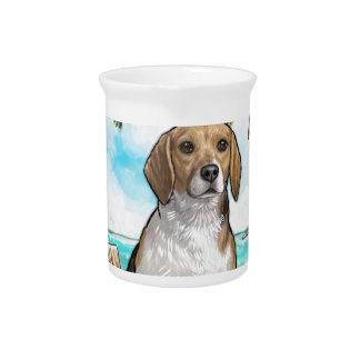 Beagle auf Ferien-tropischem Strand Getränke Pitcher