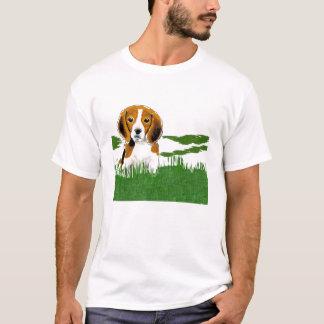 Beagle im Gras T-Shirt
