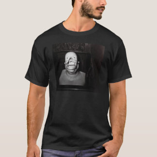 Beängstigender, freaky, gesichtsloser Körper… oder T-Shirt