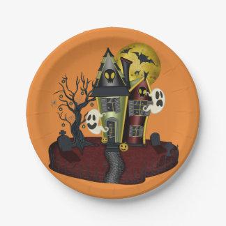Beängstigendes Spuk Haus Halloweens mit Geist Pappteller