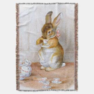 Beatrix Potter: Häschen-Mädchen-trinkender Tee Decke