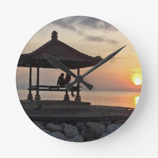Beautidul Sonnenaufgang in Bali Runde Wanduhr