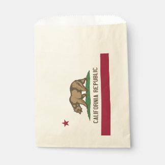 Beehren Sie Tasche mit Flagge von Geschenktütchen