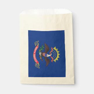 Beehren Sie Tasche mit Flagge von North Dakota, Geschenktütchen
