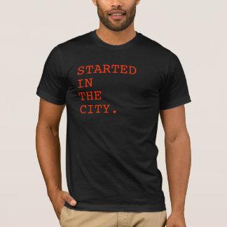 Begonnen im Stadt-T-Stück T-Shirt