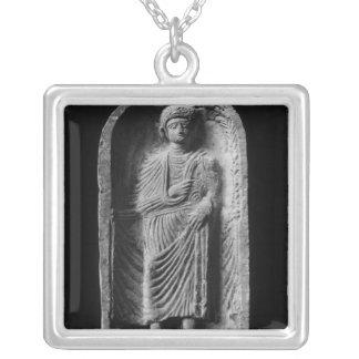 Begräbnisstela eines Mannes, entdeckt im Palmyra Versilberte Kette