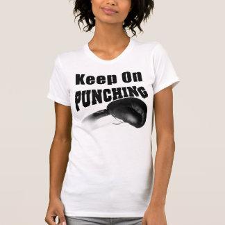 Behalten Sie auf dem Lochen (Schwarzes) T-Shirt