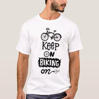Behalten Sie auf Reitan - Schwarzem T-Shirt