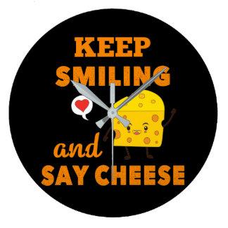 Behalten Sie das Lächeln und sagen Sie Große Wanduhr