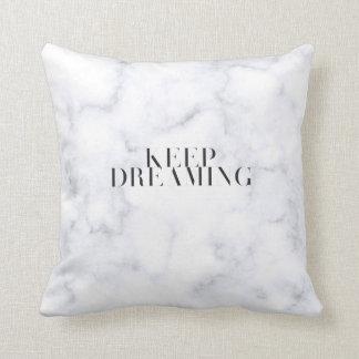 Behalten Sie das Träumen des Marmorkissens Kissen