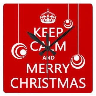 Behalten Sie die ruhigen und frohen Weihnachten Quadratische Wanduhr