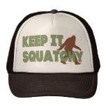 Behalten Sie es Squatchy Trucker Mützen