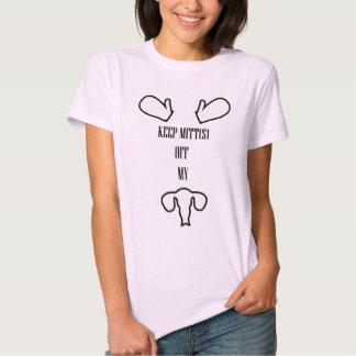Behalten Sie Mitte weg vom Shirt