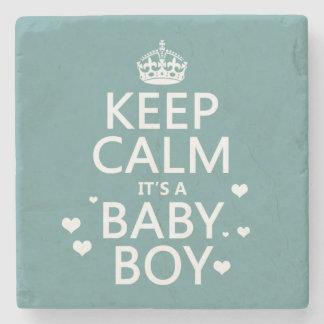 Behalten Sie Ruhe, die es ein Baby-Junge ist Steinuntersetzer
