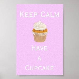 Behalten Sie Ruhe, einen kleinen Kuchen zu essen Poster
