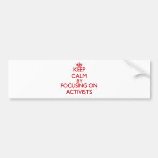 Behalten Sie Ruhe, indem Sie auf Aktivisten sich Autoaufkleber