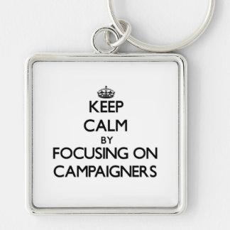 Behalten Sie Ruhe, indem Sie auf Aktivisten sich Schlüsselband