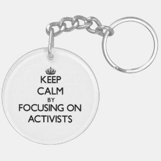 Behalten Sie Ruhe indem Sie auf Aktivisten sich Schlüsselring