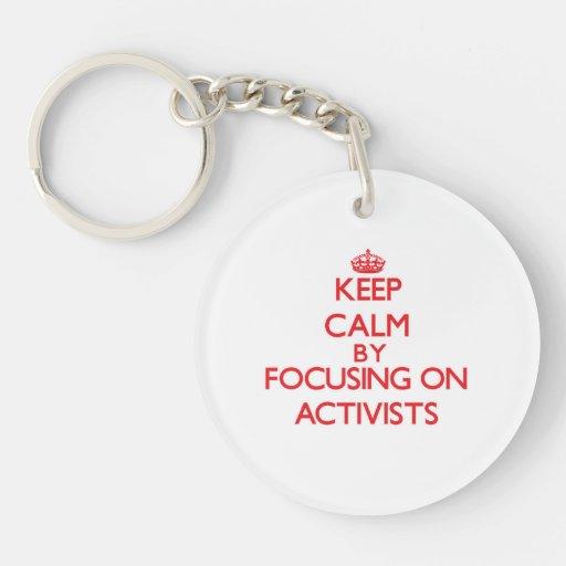 Behalten Sie Ruhe, indem Sie auf Aktivisten sich Schlüsselanhänger