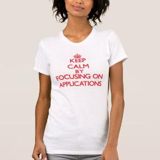 Behalten Sie Ruhe, indem Sie auf Anwendungen sich Hemden