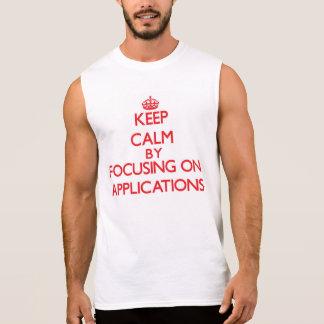 Behalten Sie Ruhe, indem Sie auf Anwendungen sich Kurzarm T-Shirts