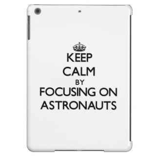 Behalten Sie Ruhe indem Sie auf Astronauten sich
