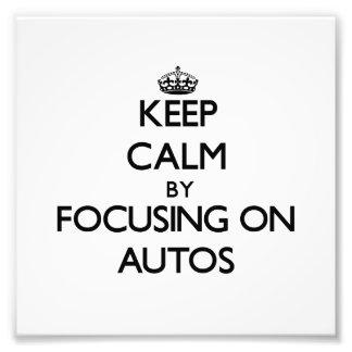 Behalten Sie Ruhe, indem Sie auf Autos sich Photodrucke