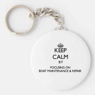 Behalten Sie Ruhe, indem Sie auf Boots-Wartung Standard Runder Schlüsselanhänger