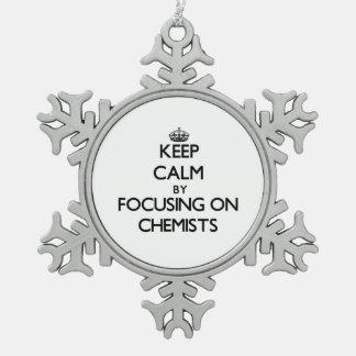 Behalten Sie Ruhe, indem Sie auf Chemiker sich