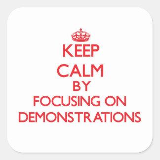 Behalten Sie Ruhe, indem Sie auf Demonstrationen Quadrat-Aufkleber